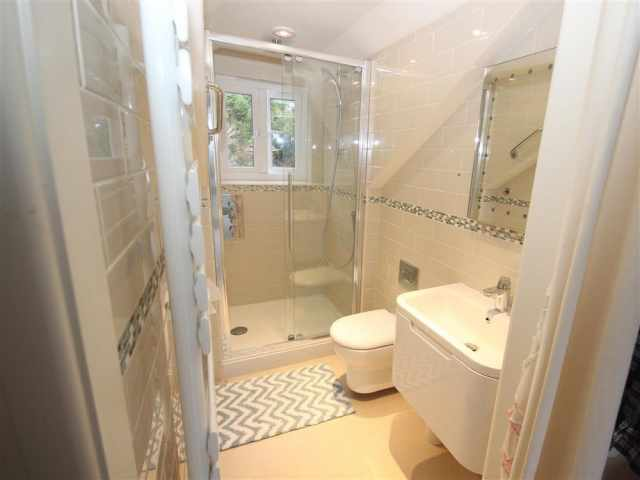 Shower ensuite WC to king bedroom