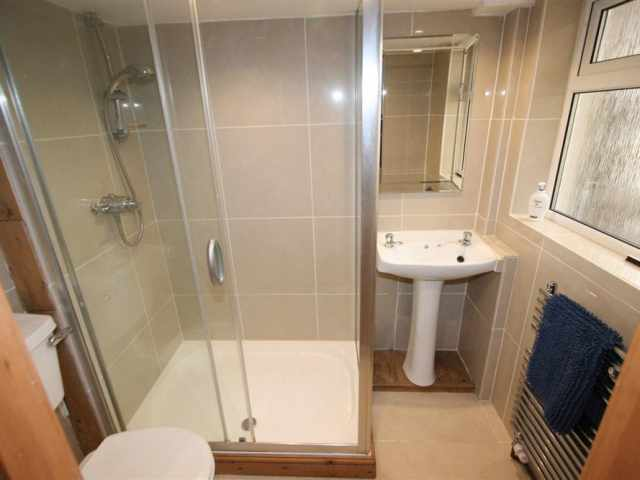 Twin ensuite shower
