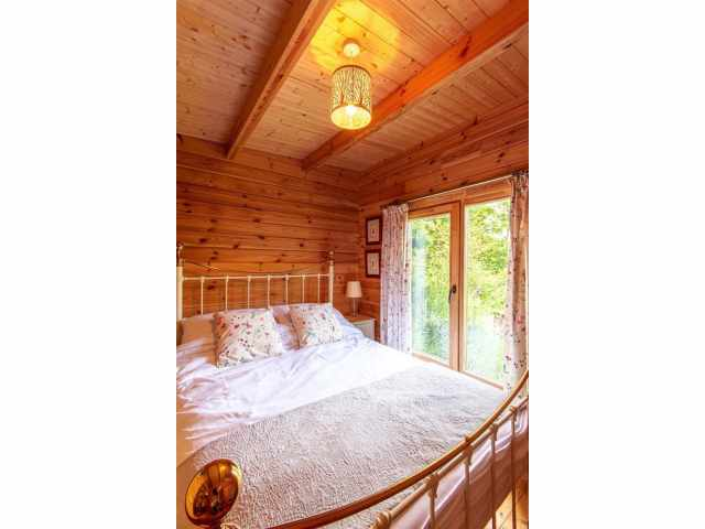 Bedroom with 4\'6 double
