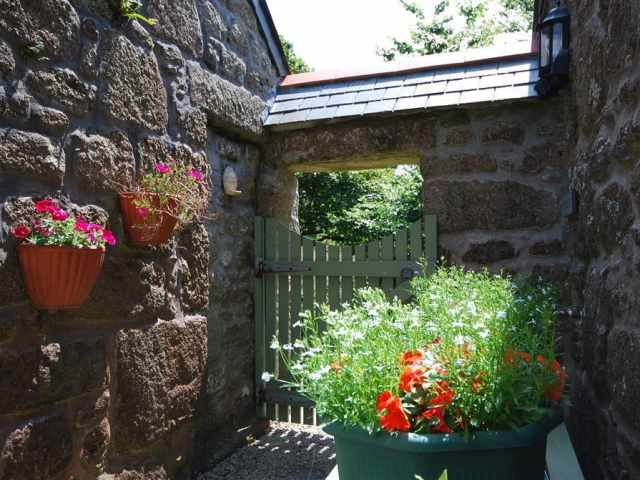 Pretty entrance to the cottage