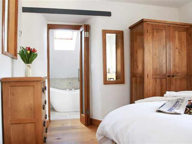 First floor king room with en suite