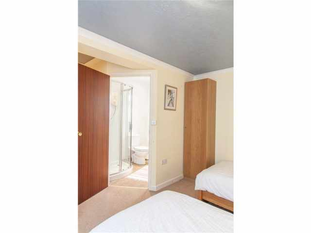 Twin with ensuite