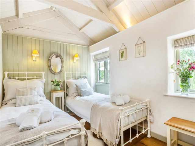 Pretty twin bedroom