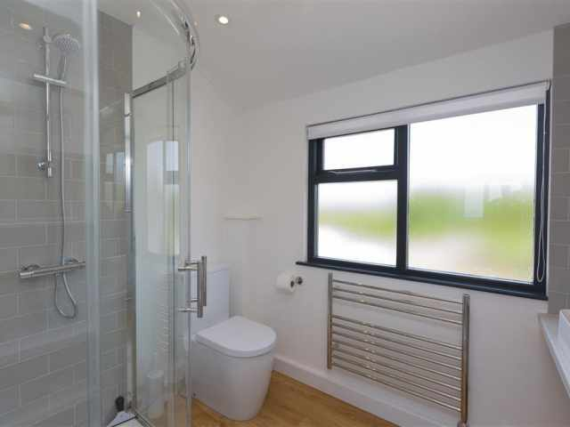 Ensuite to twin bedroom