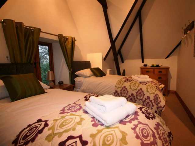 Twin bedroom with single beds