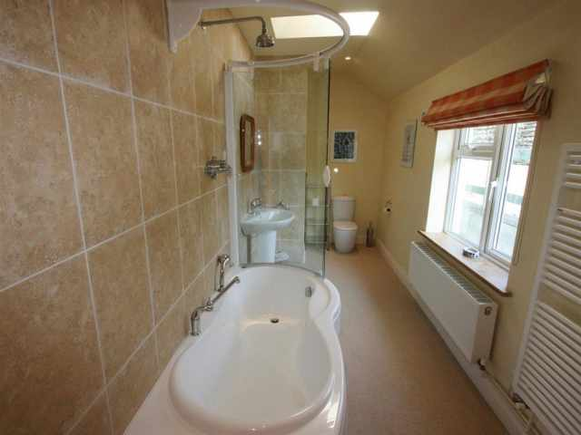 Front double bedroom ensuite